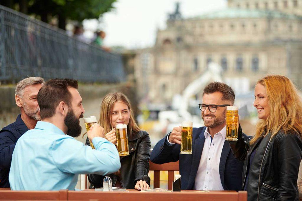 Radeberger Spezialausschank Dresden Gruppe - gemütliche Runde